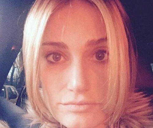 Idina Menzel has new, blonde hair à la Queen Elsa
