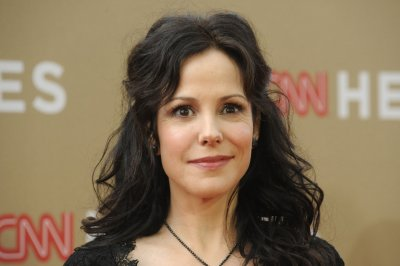 Mary-Louise Parker to star in 'Heisenberg' on Broadway