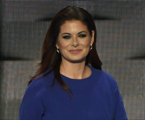 Debra Messing apologizes to Blake Shelton after Donald Trump row