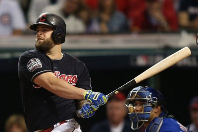 Cleveland Indians don't make qualifying offers to Mike Napoli, Rajal Davis