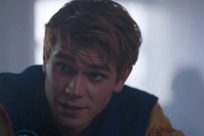 'Riverdale': Archie faces 'desperate times' in new Season 2 trailer