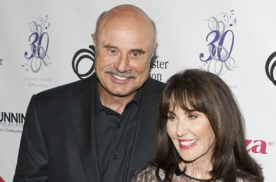 'Dr. Phil' host Phil McGraw signs deal with CBS through 2023