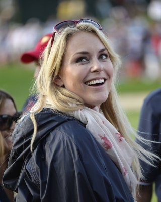 Vonn has partial ACL tear in right knee