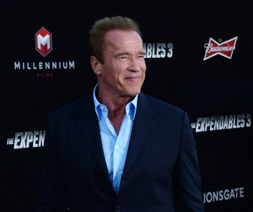 Arnold Schwarzenegger acts out his filmography in 6 hilarious minutes
