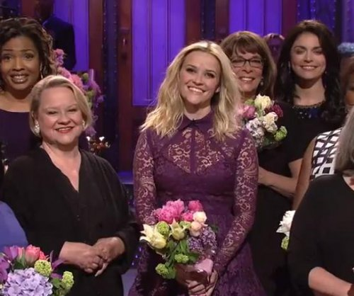 Reese Witherspoon, 'SNL' cast apologize to their moms for Mother's Day
