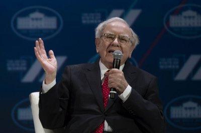 Buffett's Apple stock purchase gains $1.1B in six weeks