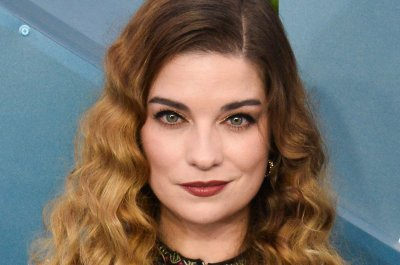 'Schitt's Creek's' Annie Murphy joins 'Russian Doll'