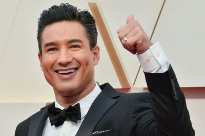 Mario Lopez says he doesn't want to be a 'homewrecker' on 'Saved by the Bell'