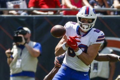 Buffalo Bills TE Dawson Knox fractured hand in MNF loss to Tennessee Titans