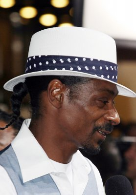 Snoop Dogg coaches team to victory
