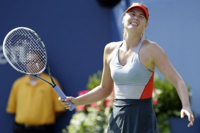 Maria Sharapova survives Australian Open 2nd-round scare