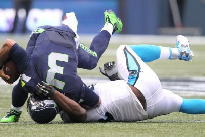 Carolina Panthers edge Seahawks in Seattle