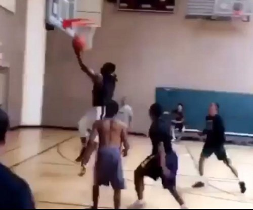 Pittsburgh Steelers' Le'Veon Bell looks healthy in pickup basketball game