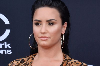 Demi Lovato cancels concert due to 'swollen vocal cords'