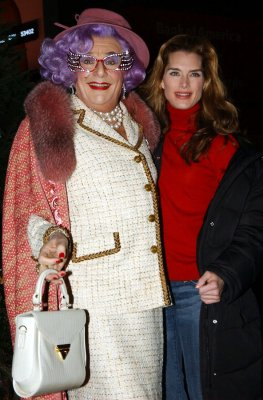 Dame Edna to co-host 'The View'