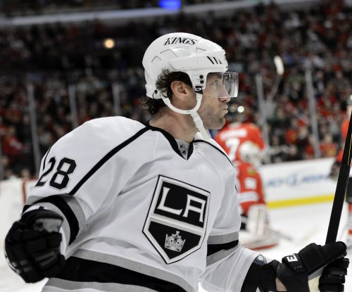 New York Rangers sign free agent F Jarret Stoll