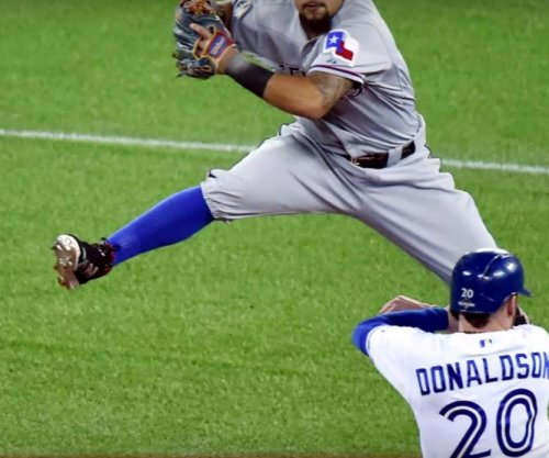 Toronto Blue Jays 3B Josh Donaldson exits with head injury