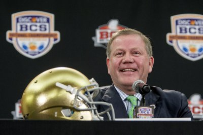 Notre Dame football: Brian Kelly lands deal to coach Fighting Irish through 2021