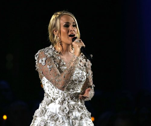Carrie Underwood breaks wrist in fall at home