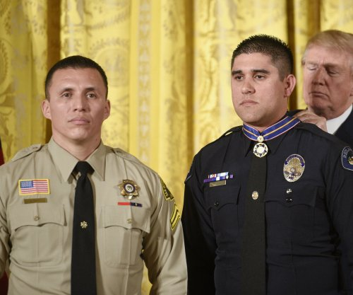 Trump presents 12 first responders with Medal of Valor