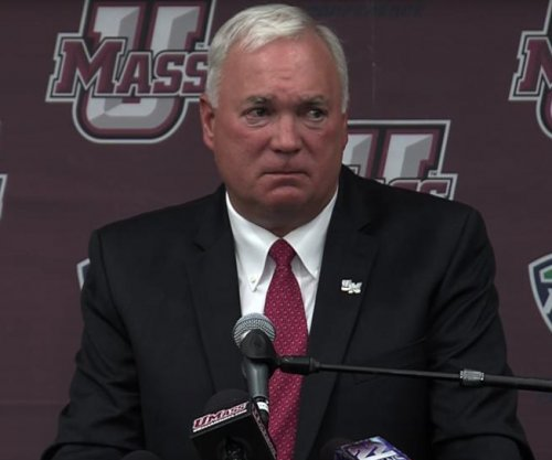 UMass extends coach Mark Whipple's contract through 2020