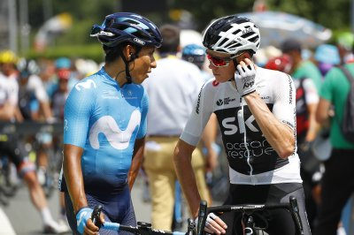 Tour de France: Defending champ Chris Froome mistakenly upended by policeman