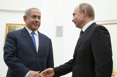 Netanyahu meets Putin in Moscow; soldier's remains returned to Israel