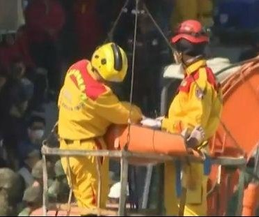 Rescuers find survivors after Taiwan earthquake
