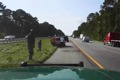 NBA great Shaquille O'Neal helps stranded driver on Florida interstate
