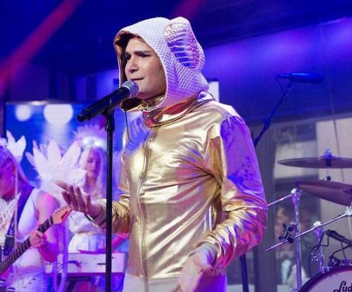 Corey Feldman apologizes for dropping American flag on 'Today'
