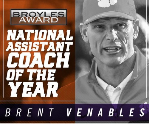 Clemson's Brent Venables wins Broyles Award