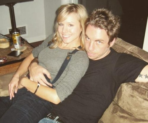 Dax Shepard posts cute throwback photo with Kristen Bell