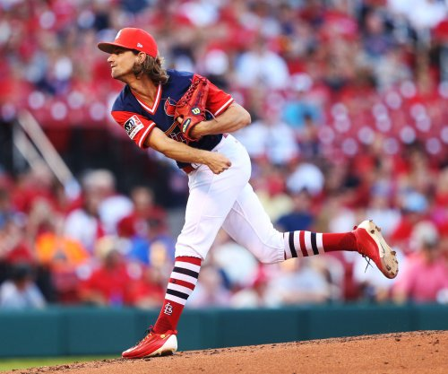 Seattle Mariners acquire pitcher Mike Leake from St. Louis Cardinals