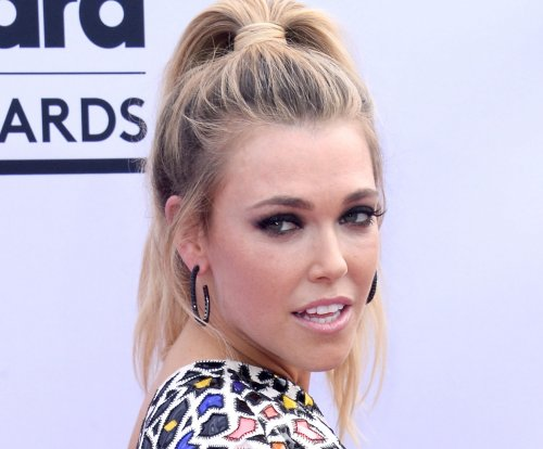 'Fight Song' singer Rachel Platten expecting daughter