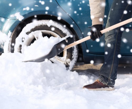 Canadian airport provides shovels for long-term parkers