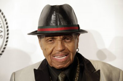 Joe Jackson -- father of Michael Jackson -- admitted to hospital with high fever