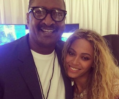 Beyonce shares collection of family photos on Instagram: 'I love you guys so deep'