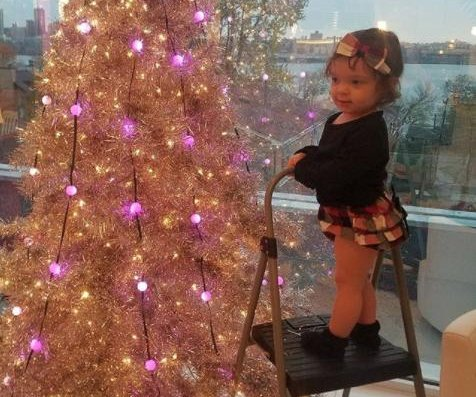 Coco Austin, daughter Chanel decorate Christmas tree: 'Santa's lil helper'
