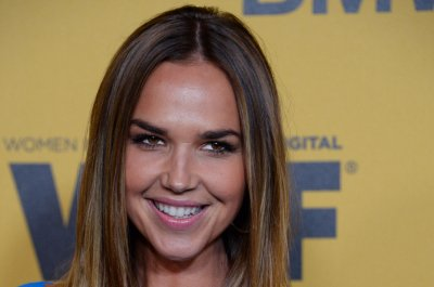 Arielle Kebbel announces sister is missing, asks fans for help