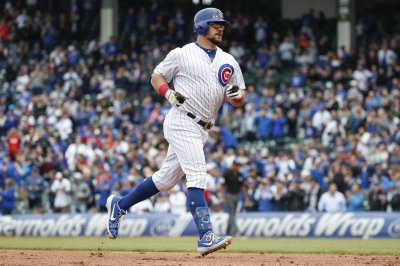Cubs' Kyle Schwarber clubs walk-off homer vs. Reds