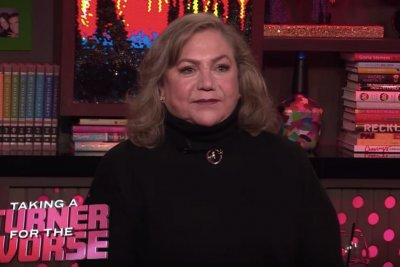 Kathleen Turner says Burt Reynolds was worst kiss: 'He sucked'