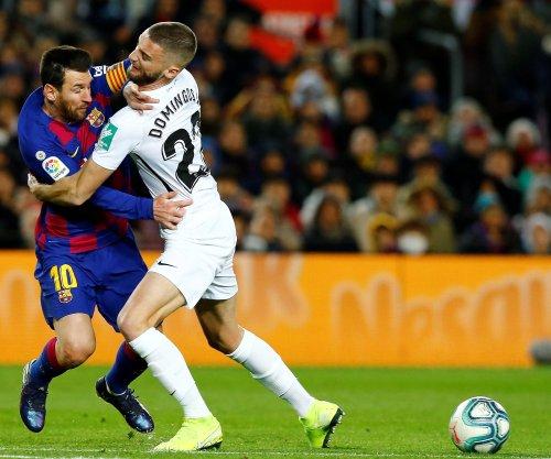 Barcelona's Lionel Messi beats Granada with late score