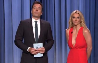 Britney Spears shares pros and cons of dating her on 'Tonight Show'