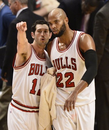 Bulls, Gasol escape Toronto with win