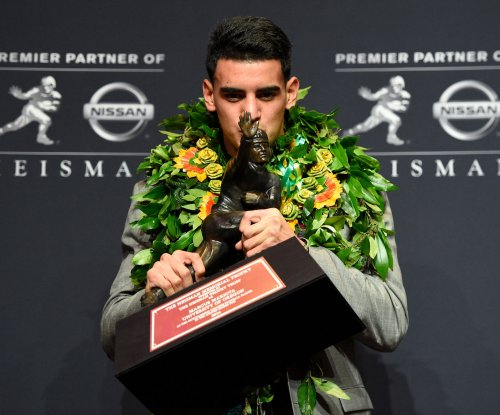 Mariota, Wright headline best in College Football