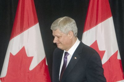 Harper calls for Canadian airstrikes in Syria