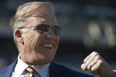 Broncos pass on chance to land LT Joe Thomas