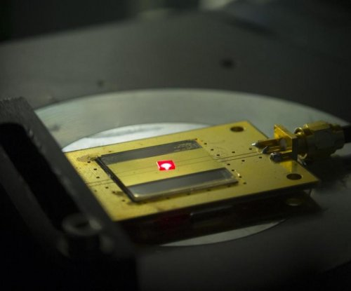 Scientists build world's smallest radio receiver
