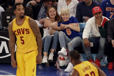 J.R. Smith, Kevin Love lift Cleveland Cavaliers by Dallas Mavericks