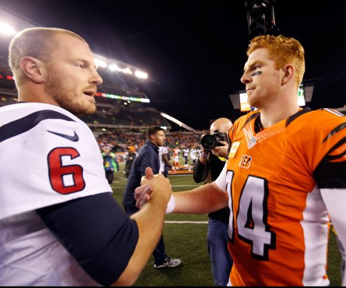 Backup QB helps Texans hand Bengals 1st loss